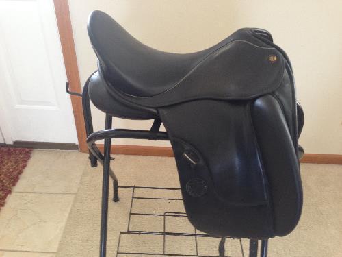 Brilliant For Sale Hennig Sofa Dressage Saddle At Dressagestar Com Beatyapartments Chair Design Images Beatyapartmentscom